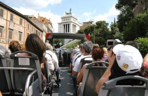 openbus2 300x194 - 41141 Boom turistico a Roma nel 2006, 23,6 milioni di presenze