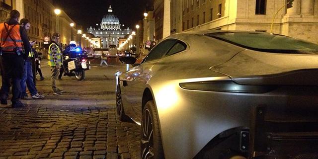 spectre aston martin db10 vaticano - Рим в Спектре Бонда