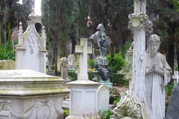 386743 10150516681406944 974310054 n 600x400 - Легенды исторического кладбища Тестаччо
