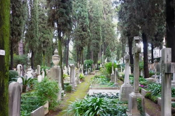 388722 10150516683596944 276161666 n 600x400 - Легенды исторического кладбища Тестаччо