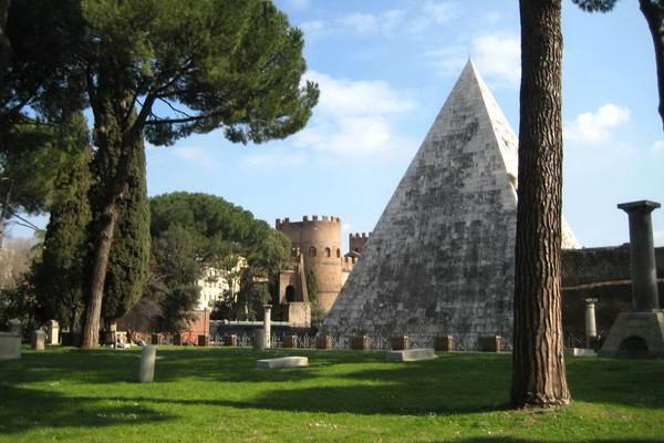 Rom Februar 2009 035 600x400 - Легенды исторического кладбища Тестаччо