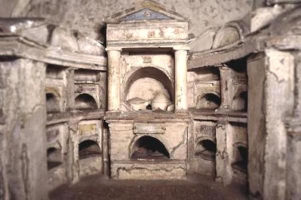 roma e le sue catacombe 6ae64c6b57e1baab4ee0b1c0ddeb7244 600x400 - Неожиданное сокровище - мавзолей Помпония Хила
