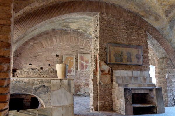 Caseggiato del Termopolio Ostia Antica 2006 09 08 n1 600x400 - Остия Антика - древнеримский город